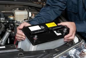 bateria-autos-mantenimiento-1024x685